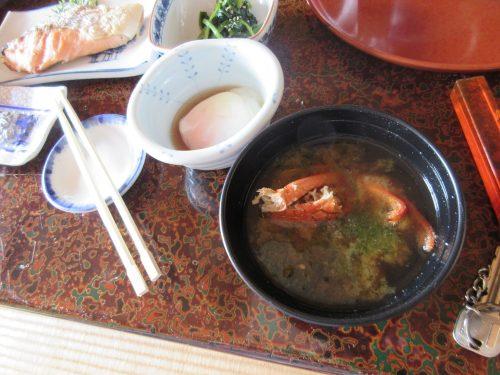 朝食の蟹汁